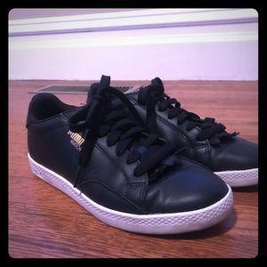 Black leather puma sneakers